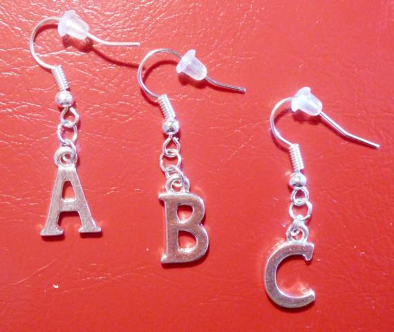 Buchstaben ohrstecker